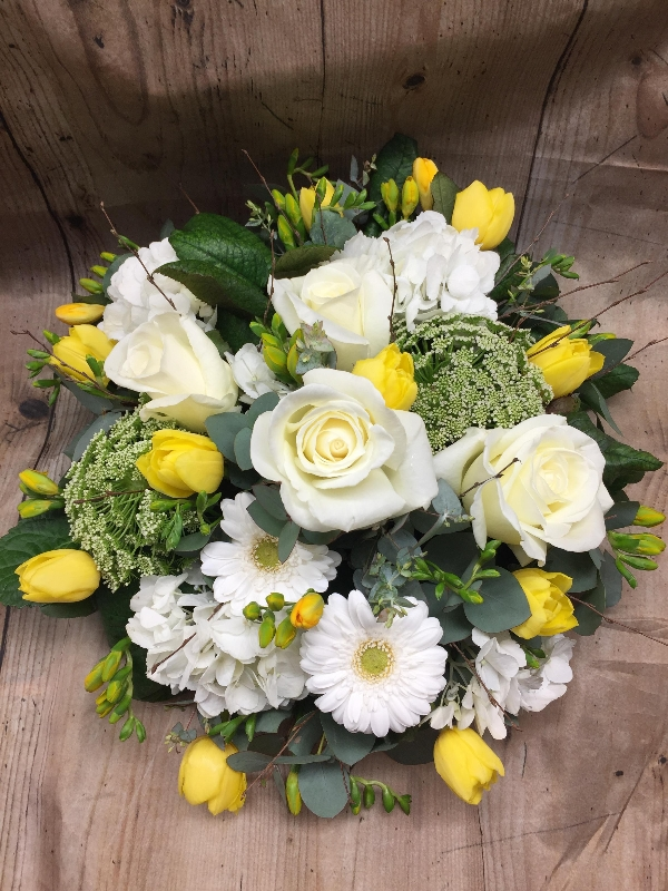 Posy in lemon and white